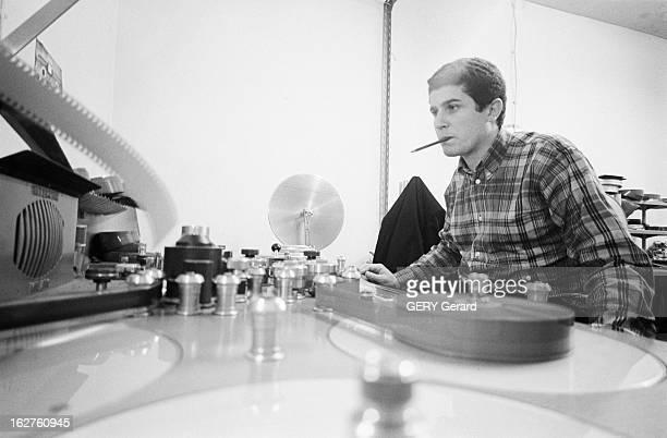 Claude Lelouch And His Actors Aimee Anouk And Pierre Barouh Paris le 5 mai 1966 Le réalisateur producteur et scénariste Claude LELOUCH retrouve le...