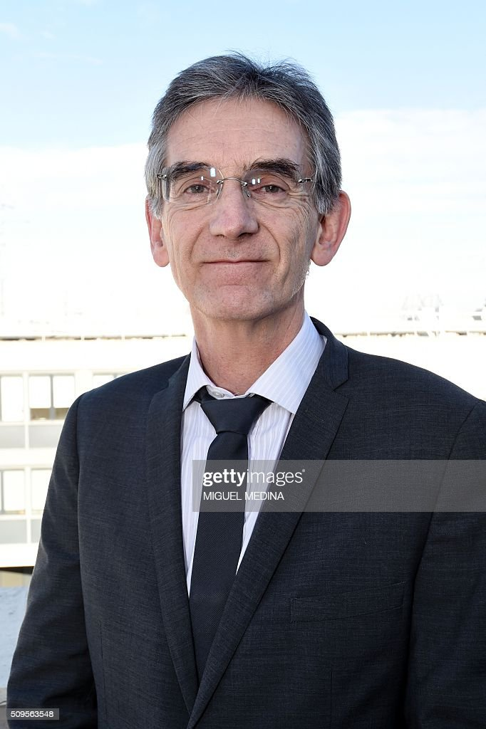 Claude Lewicher of the French general practicioners union MG, poses for a photograph ahead of a press conference in Paris on February 11, 2016. / AFP / MIGUEL MEDINA