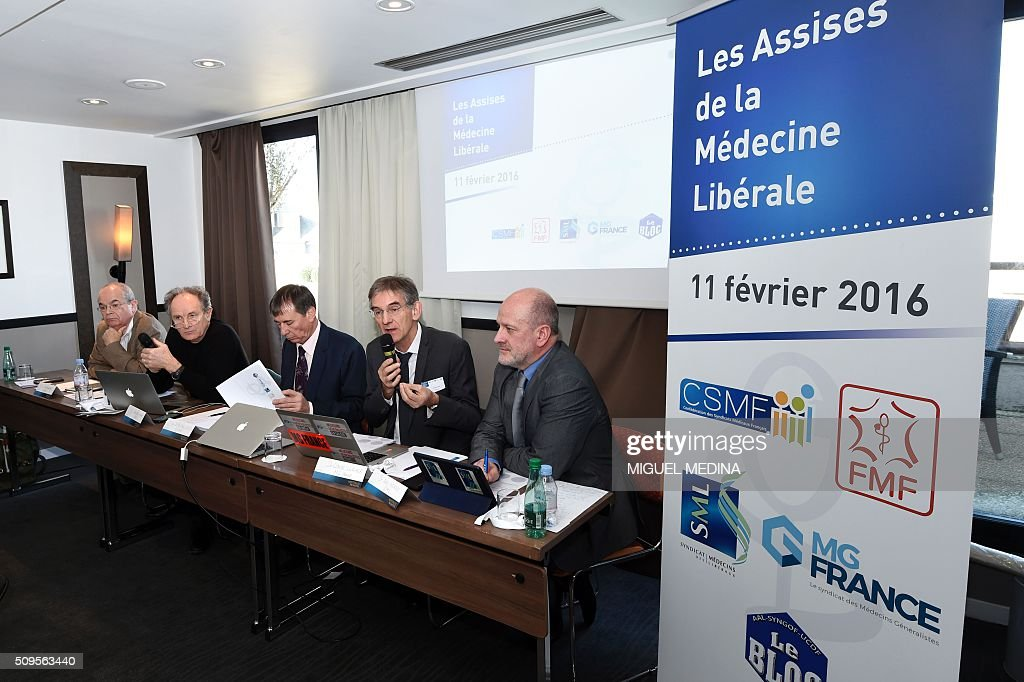 Claude Lewicher of the French general practicioners union MG, (2-R) speaks as president of French medical services union the ' Confederation des Syndicats Medicaux Francais' (CSMF) , Jean-Paul Ortiz (C), Dr. Bertrand de Rochambeau (L), President of the Federation of French Doctors (FMF), Jean-Paul Hamon (2-L) and president of the SML doctors union Eric Henry look on during a press conference in Paris on February 11, 2016. / AFP / MIGUEL MEDINA