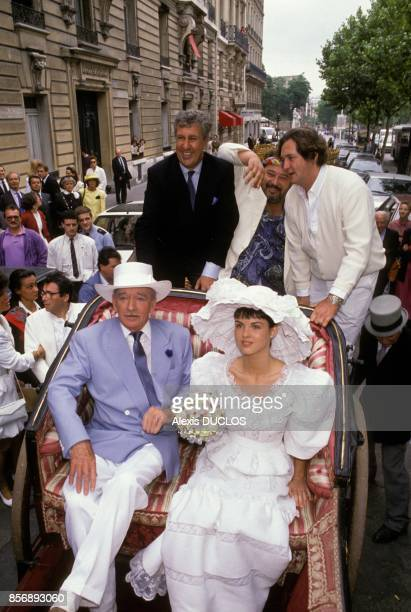 Claude Nougaro Stephane Collaro Carlos et Olivier de Kersauzon lors du mariage d'Eddie Barclay avec Caroline Giganti le 3 juin 1988 a Paris France