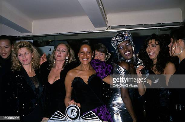 Claude Petin Fashion Show At The 'privilege' In Paris Paris Novembre1988 au club le Privilège soirée avec Jane MANSON Ursula ANDRESS Claude PETIN...