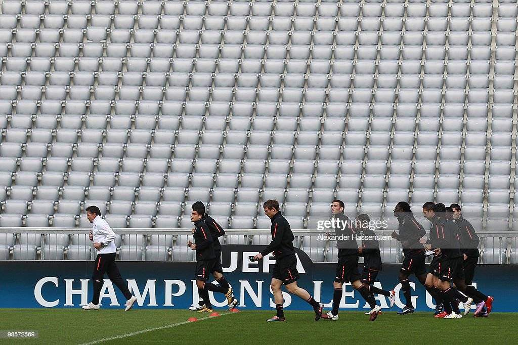Claude Puel (L), head coach of Olympic Lyon runs with his palyers during a training session at Allianz Arena on April 20, 2010 in Munich, Germany. Olympic Lyon will play against Bayern Muenchen at the UEFA Champions League semi final first leg match on April 21.