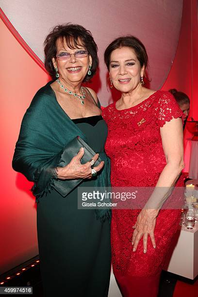 Claudia Cardinale Hannelore Elsner during the Mon Cheri Barbara Tag 2014 at Haus der Kunst on December 4 2014 in Munich Germany