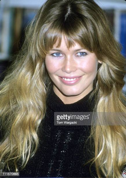 Claudia Schiffer during Claudia Schiffer Calender Signing October 8 1993 at Waldenbooks Store in New York City United States
