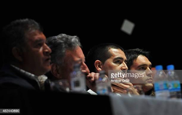 Claudio Borghi coach of Argentinos Jrs Luis Segura President of Argentinos Jrs Juan Roman Riquelme of Argentinos Jrs and Matías Caruzzo of Argentinos...