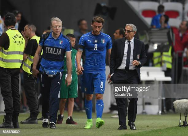 Claudio Marchisio of Italy leaves the pitch with an injury shortly during the International Friendly match between Italy v Uruguay on June 7 2017 in...