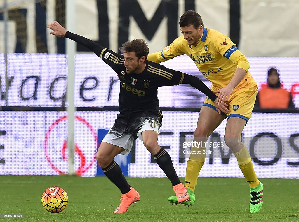 <a gi-track='captionPersonalityLinkClicked' href=/galleries/search?phrase=Claudio+Marchisio&family=editorial&specificpeople=4604252 ng-click='$event.stopPropagation()'>Claudio Marchisio</a> of Juventus and Daniel Ciofani of Frosinone in action during the Serie A match between Frosinone Calcio and Juventus FC at Stadio Matusa on February 7, 2016 in Frosinone, Italy.