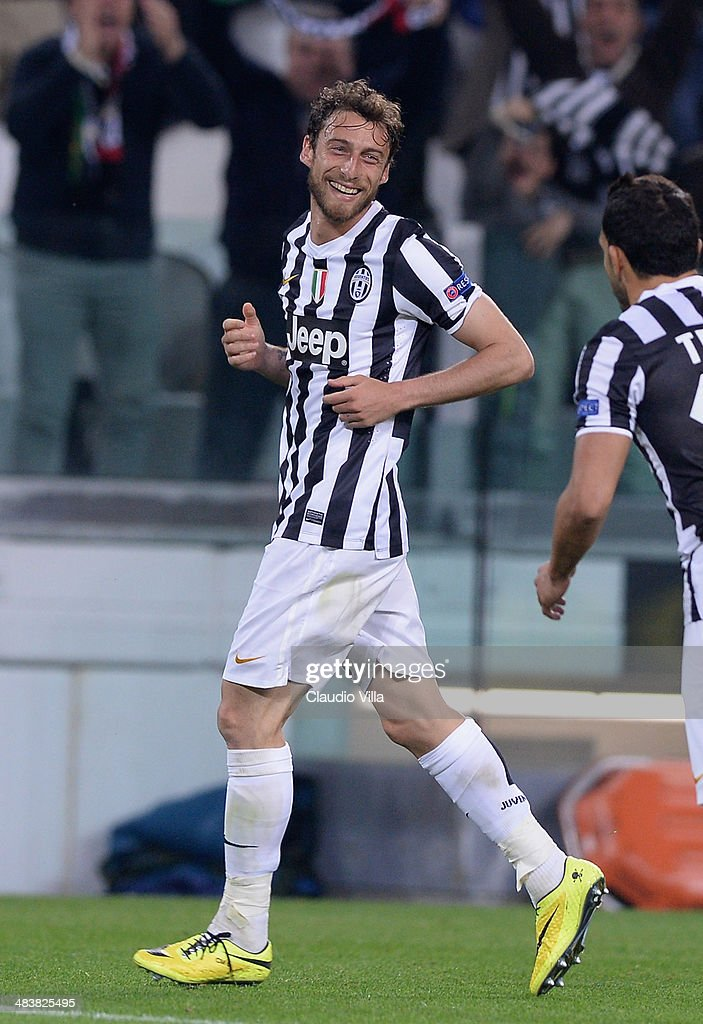 <a gi-track='captionPersonalityLinkClicked' href=/galleries/search?phrase=Claudio+Marchisio&family=editorial&specificpeople=4604252 ng-click='$event.stopPropagation()'>Claudio Marchisio</a> of Juventus celebrates scoring the second goal during the UEFA Europa League quarter final match between Juventus and Olympique Lyonnais at Juventus Arena on April 10, 2014 in Turin, Italy.