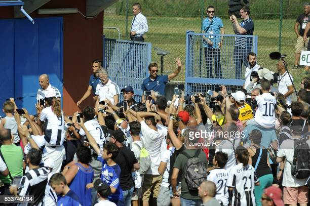 Claudio Marchisio of Juventus cheers fans before the preseason friendly match between Juventus A and Juventus B on August 17 2017 in Villar Perosa...