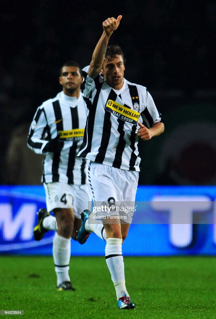 Claudio Marchisio of Juventus FC celebrates after scoring during the Serie A match between Juventus and Inter Milan at Olimpico Stadium on December 5, 2009 in Turin, Italy.