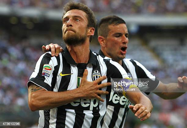 Claudio Marchisio of Juventus FC celebrates his goal during the Serie A match between FC Internazionale Milano and Juventus FC at Stadio Giuseppe...