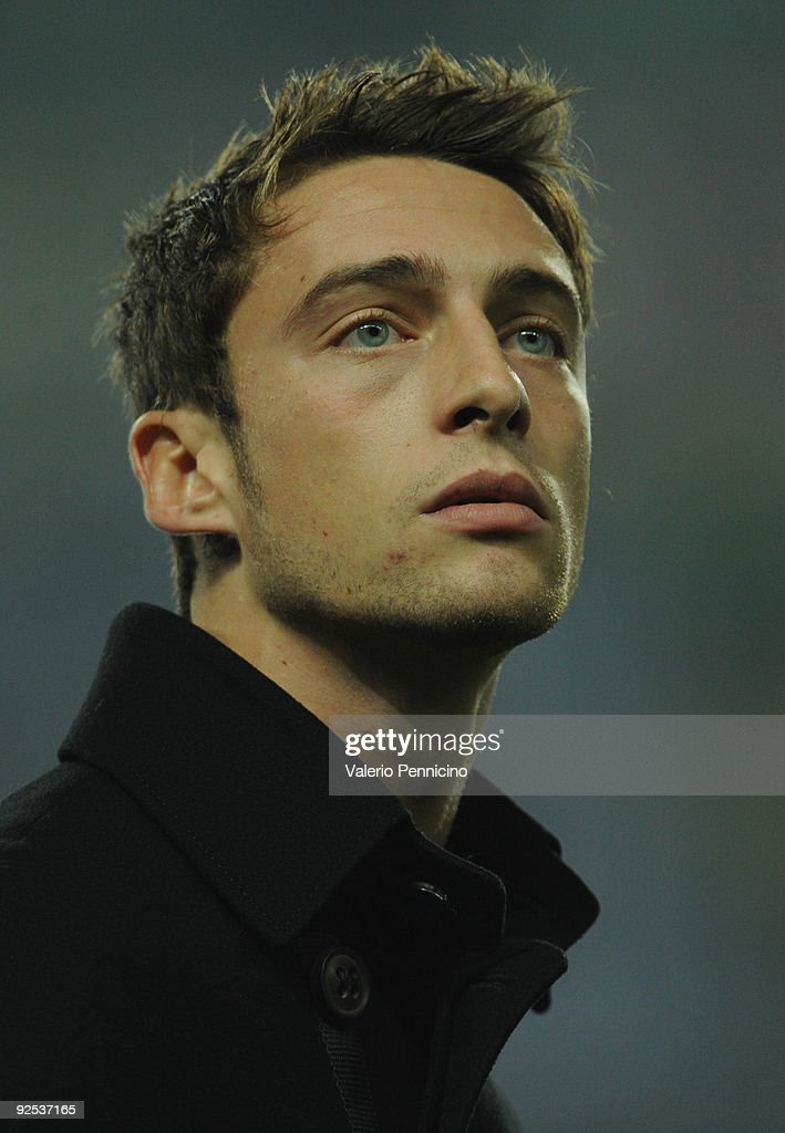 <a gi-track='captionPersonalityLinkClicked' href=/galleries/search?phrase=Claudio+Marchisio&family=editorial&specificpeople=4604252 ng-click='$event.stopPropagation()'>Claudio Marchisio</a> of Juventus FC looks before the Serie A match between Juventus FC and UC Sampdoria at Olimpico Stadium on October 28, 2009 in Turin, Italy.