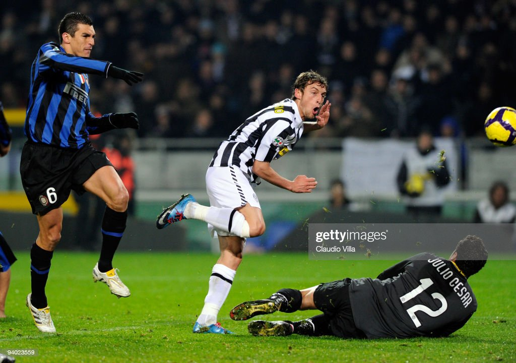 <a gi-track='captionPersonalityLinkClicked' href=/galleries/search?phrase=Claudio+Marchisio&family=editorial&specificpeople=4604252 ng-click='$event.stopPropagation()'>Claudio Marchisio</a> of Juventus FC scores his team's second goal during the Serie A match between Juventus and Inter Milan at Stadio Olimpico on December 5, 2009 in Turin, Italy.