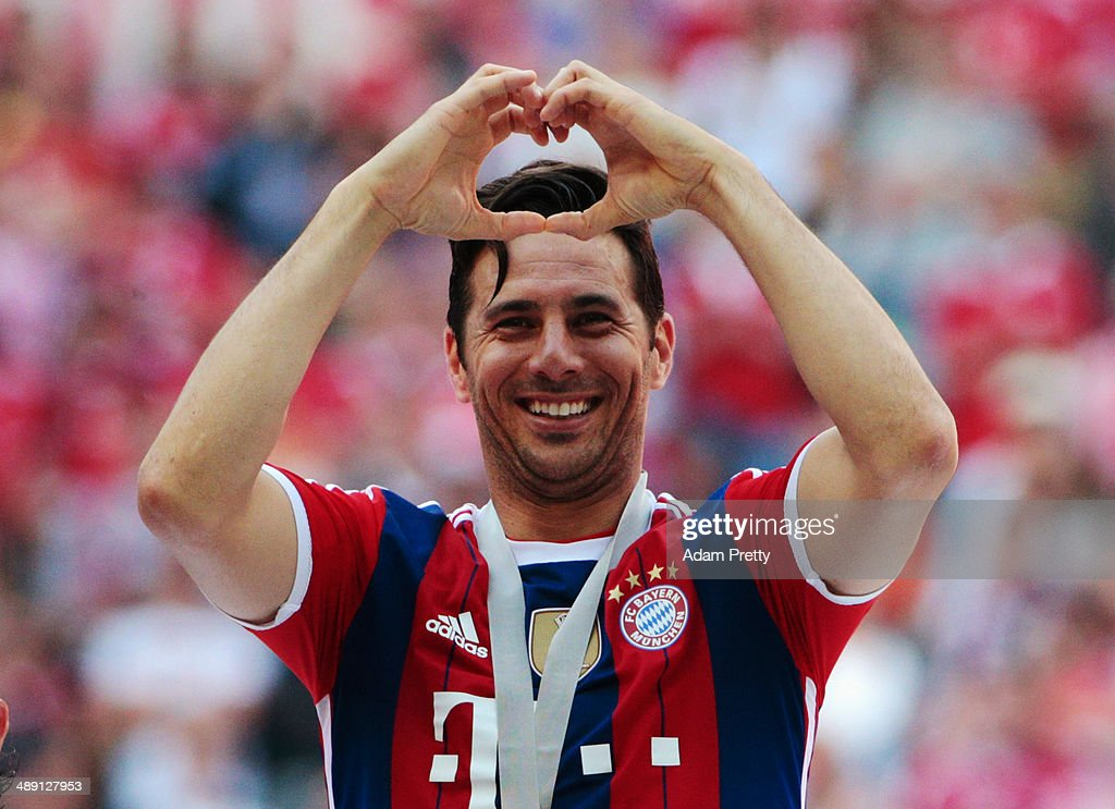 <a gi-track='captionPersonalityLinkClicked' href=/galleries/search?phrase=Claudio+Pizarro&family=editorial&specificpeople=217807 ng-click='$event.stopPropagation()'>Claudio Pizarro</a> celebrates with his Bundesliga champions medal after the Bundesliga match between Bayern Muenchen and VfB Stuttgart at Allianz Arena on May 10, 2014 in Munich, Germany.