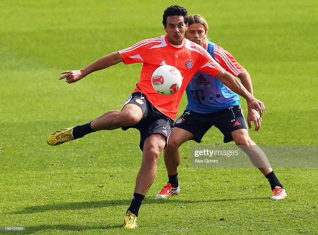 Claudio Pizarro (front) is challenged by Anatoliy Tymoshchuk during a Bayern Muenchen training session at the ASPIRE Academy for Sports Excellence on January 8, 2013 in Doha, Qatar.