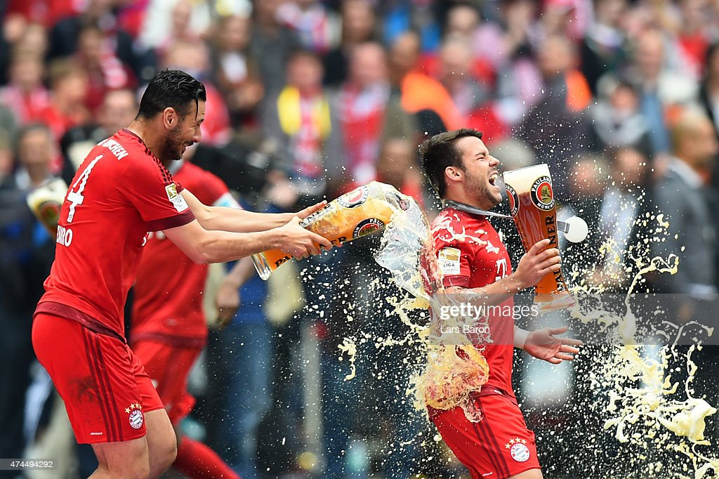 <a gi-track='captionPersonalityLinkClicked' href=/galleries/search?phrase=Claudio+Pizarro&family=editorial&specificpeople=217807 ng-click='$event.stopPropagation()'>Claudio Pizarro</a> of Bayern Muenchen and <a gi-track='captionPersonalityLinkClicked' href=/galleries/search?phrase=Juan+Bernat&family=editorial&specificpeople=8821838 ng-click='$event.stopPropagation()'>Juan Bernat</a> of Bayern Muenchen celebrate after winning the league during the Bundesliga match between FC Bayern Muenchen and 1. FSV Mainz 05 at the Allianz Arena on May 23, 2015 in Munich, Germany.