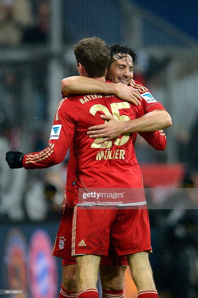 <a gi-track='captionPersonalityLinkClicked' href=/galleries/search?phrase=Claudio+Pizarro&family=editorial&specificpeople=217807 ng-click='$event.stopPropagation()'>Claudio Pizarro</a> of Bayern Muenchen celebrates scoring his fourth goal and his team's eighth with Thomas Mueller during the Bundesliga match between FC Bayern Muenchen and Hamburger SV at Allianz Arena on March 30, 2013 in Munich, Germany.