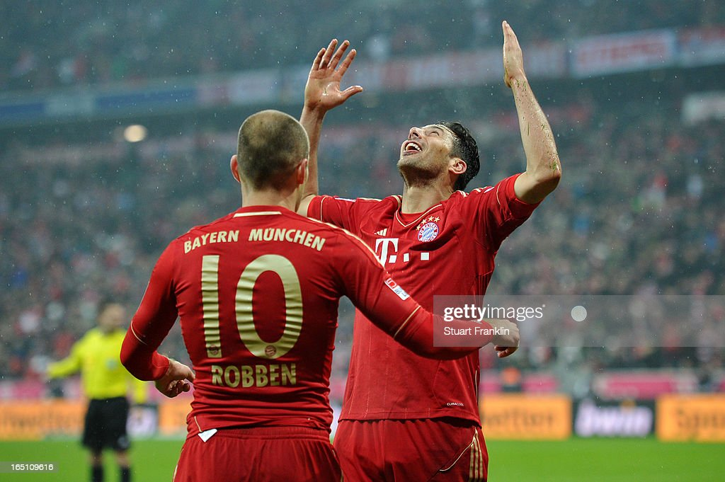 Claudio Pizarro of Bayern Muenchen celebrates scoring his team's sixth goal with Arjen Robben during the Bundesliga match between FC Bayern Muenchen and Hamburger SV at Allianz Arena on March 30, 2013 in Munich, Germany.
