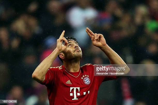 Claudio Pizarro of Bayern Muenchen celebrates scoring the fifth goal during the Bundesliga match between FC Bayern Muenchen and Hamburger SV at...