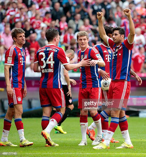 Claudio Pizarro of Bayern Muenchen celebrates with team mates Thomas Mueller PierreEmile Hojbjerg and Toni Kroos as he scores their first goal during...