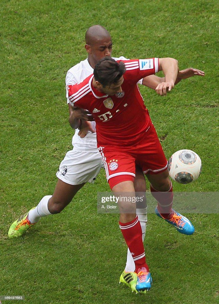 <a gi-track='captionPersonalityLinkClicked' href=/galleries/search?phrase=Claudio+Pizarro&family=editorial&specificpeople=217807 ng-click='$event.stopPropagation()'>Claudio Pizarro</a> (R) of Bayern Muenchen fights for the ball with <a gi-track='captionPersonalityLinkClicked' href=/galleries/search?phrase=Gelson+Fernandes&family=editorial&specificpeople=2971817 ng-click='$event.stopPropagation()'>Gelson Fernandes</a> of Freiburg during the Bundesliga match between FC Bayern Muenchen and SC Freiburg at Allianz Arena on February 15, 2014 in Munich, Germany.