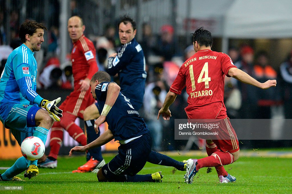 Claudio Pizarro of Bayern Muenchen scores his team's sixth goal during the Bundesliga match between FC Bayern Muenchen and Hamburger SV at Allianz Arena on March 30, 2013 in Munich, Germany.