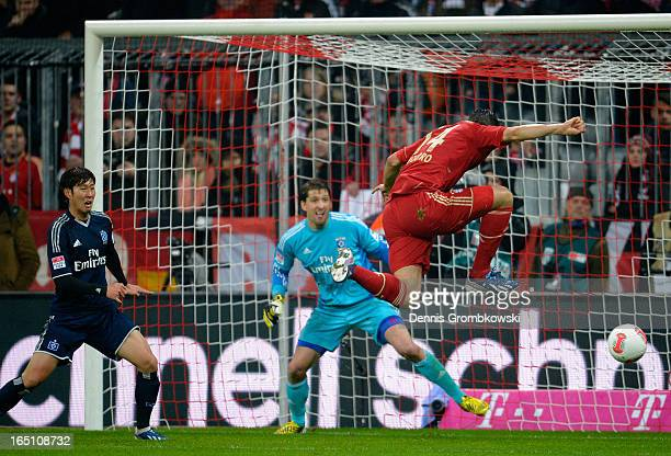 Claudio Pizarro of Bayern Muenchen scores his team's third goal with a header during the Bundesliga match between FC Bayern Muenchen and Hamburger SV...