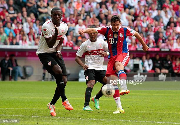 Claudio Pizarro of Bayern Muenchen scores their first goal during the Bundesliga match between Bayern Muenchen and VfB Stuttgart at Allianz Arena on...
