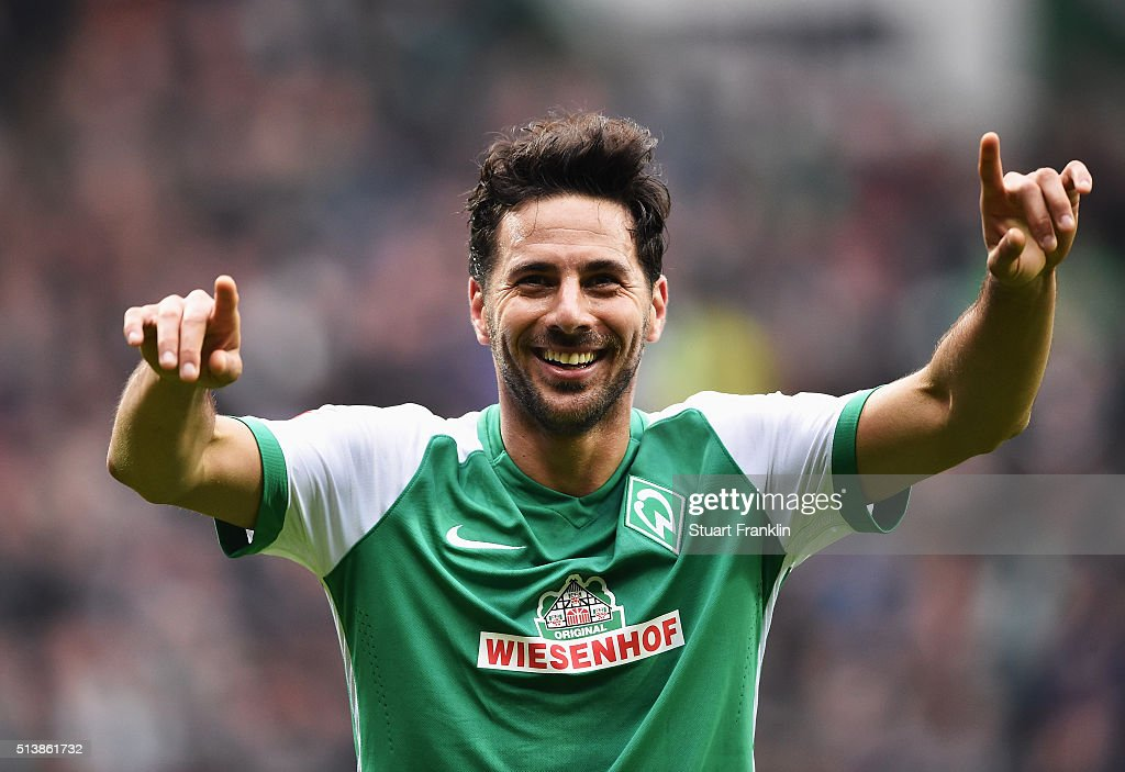 <a gi-track='captionPersonalityLinkClicked' href=/galleries/search?phrase=Claudio+Pizarro&family=editorial&specificpeople=217807 ng-click='$event.stopPropagation()'>Claudio Pizarro</a> of Bremen celebrates scoring his goal during the Bundesliga match between Werder Bremen and Hannover 96 at Weserstadion on March 5, 2016 in Bremen, Germany.