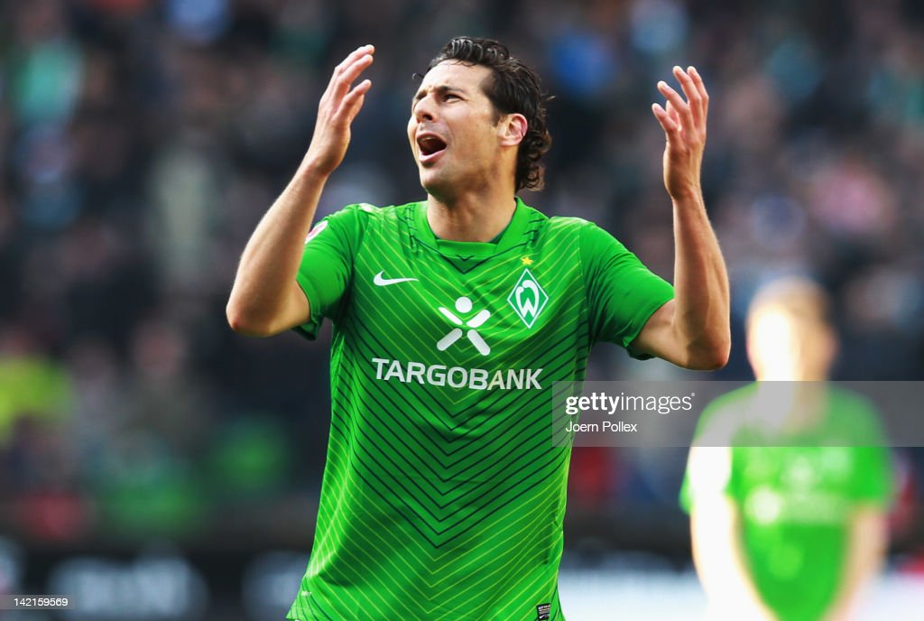 <a gi-track='captionPersonalityLinkClicked' href=/galleries/search?phrase=Claudio+Pizarro&family=editorial&specificpeople=217807 ng-click='$event.stopPropagation()'>Claudio Pizarro</a> of Bremen gestures during the Bundesliga match between SV Werder Bremen and FSV Mainz 05 at Weser Stadium on March 31, 2012 in Bremen, Germany.