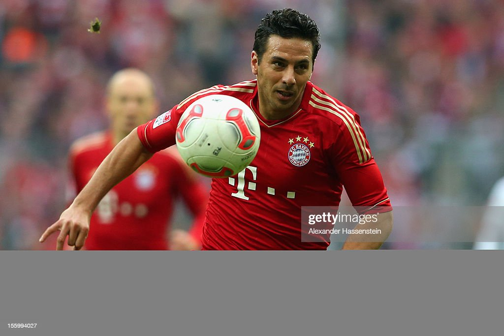 Claudio Pizarro of Muenchen battles runs with the ball during the Bundesliga match between FC Bayern Muenchen and Eintracht Frankfurt at Allianz Arena on November 10, 2012 in Munich, Germany.
