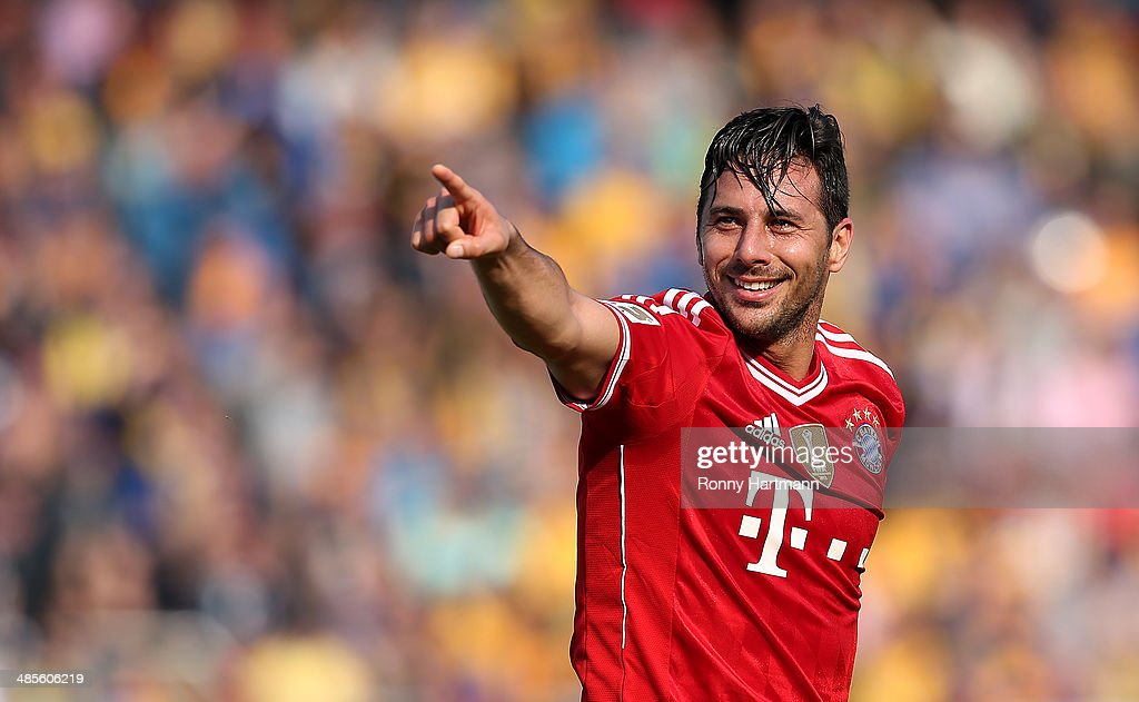 <a gi-track='captionPersonalityLinkClicked' href=/galleries/search?phrase=Claudio+Pizarro&family=editorial&specificpeople=217807 ng-click='$event.stopPropagation()'>Claudio Pizarro</a> of Muenchen celebrates his team's opening goal during the Bundesliga match between Eintracht Braunschweig and FC Bayern Muenchen at Eintracht Stadion on April 19, 2014 in Braunschweig, Germany.
