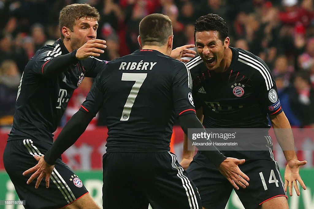 Claudio Pizarro of Muenchen celebrates scoring the second team goalwith his team mates Franck Ribery and Thomas Mueller during the UEFA Champions...
