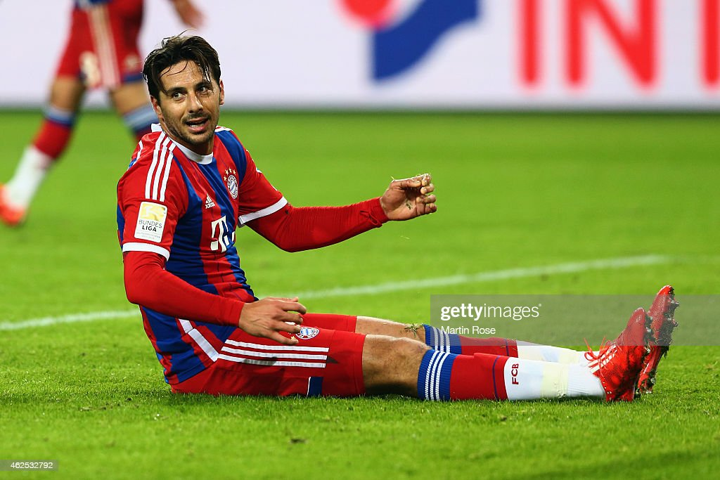 <a gi-track='captionPersonalityLinkClicked' href=/galleries/search?phrase=Claudio+Pizarro&family=editorial&specificpeople=217807 ng-click='$event.stopPropagation()'>Claudio Pizarro</a> of Muenchen reacts during the Bundesliga match between VfL Wolfsburg and FC Bayern Muenchen at Volkswagen Arena on January 30, 2015 in Wolfsburg, Germany.