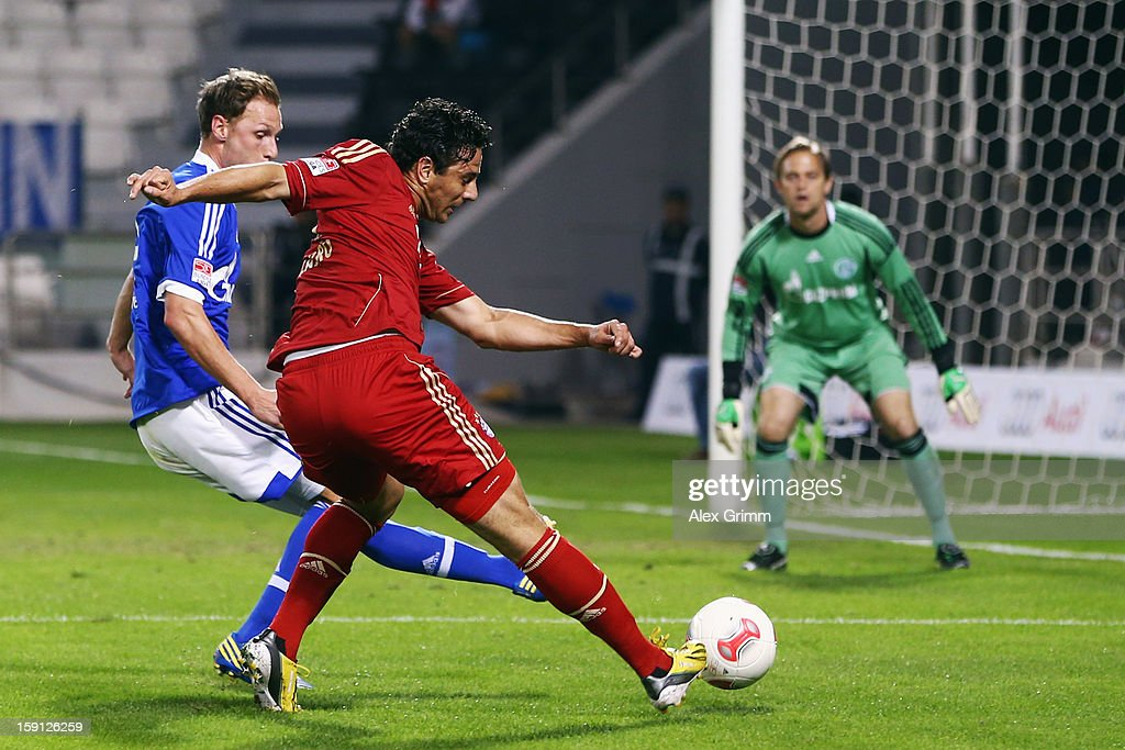 <a gi-track='captionPersonalityLinkClicked' href=/galleries/search?phrase=Claudio+Pizarro&family=editorial&specificpeople=217807 ng-click='$event.stopPropagation()'>Claudio Pizarro</a> (front) of Muenchen tries to score against <a gi-track='captionPersonalityLinkClicked' href=/galleries/search?phrase=Benedikt+Hoewedes&family=editorial&specificpeople=3945465 ng-click='$event.stopPropagation()'>Benedikt Hoewedes</a> and goalkeeper <a gi-track='captionPersonalityLinkClicked' href=/galleries/search?phrase=Timo+Hildebrand&family=editorial&specificpeople=212953 ng-click='$event.stopPropagation()'>Timo Hildebrand</a> of Schalke during the friendly match between Bayern Muenchen and FC Schalke 04 at Jassim Bin Hamad Stadium on January 8, 2013 in Doha, Qatar.