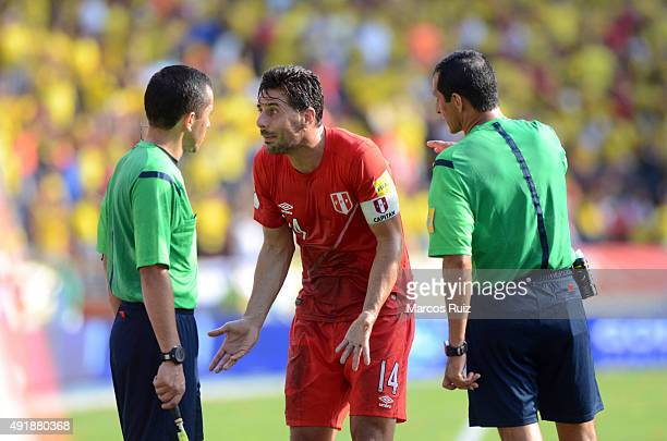 Claudio Pizarro of Peru argues with the referees during a match between Colombia and Peru as part of FIFA 2018 World Cup Qualifier at Metropolitano...
