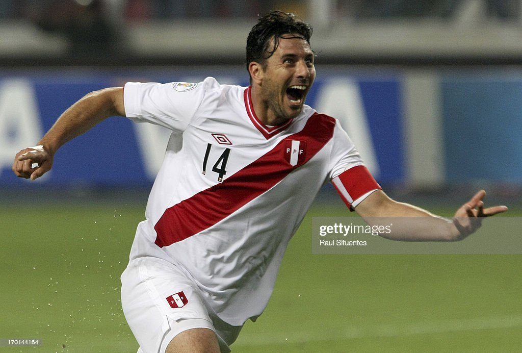 <a gi-track='captionPersonalityLinkClicked' href=/galleries/search?phrase=Claudio+Pizarro&family=editorial&specificpeople=217807 ng-click='$event.stopPropagation()'>Claudio Pizarro</a> of Peru celebrates a goal during a match between Peru and Ecuador as part of the 13th round of the South American Qualifiers for the FIFA's World Cup Brazil 2014 at Nacional Stadium on June 07, 2013 in Lima, Peru.