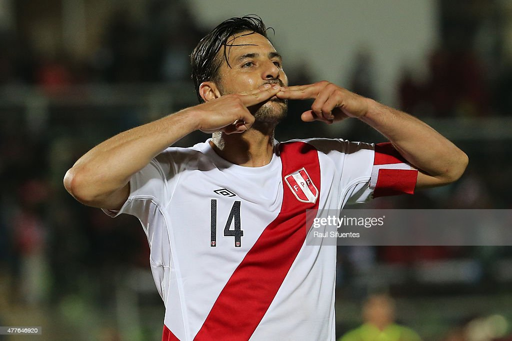 <a gi-track='captionPersonalityLinkClicked' href=/galleries/search?phrase=Claudio+Pizarro&family=editorial&specificpeople=217807 ng-click='$event.stopPropagation()'>Claudio Pizarro</a> of Peru celebrates after scoring the opening goal during the 2015 Copa America Chile Group C match between Peru and Venezuela at Elías Figueroa Brander Stadium on June 18, 2015 in Valparaiso, Chile.