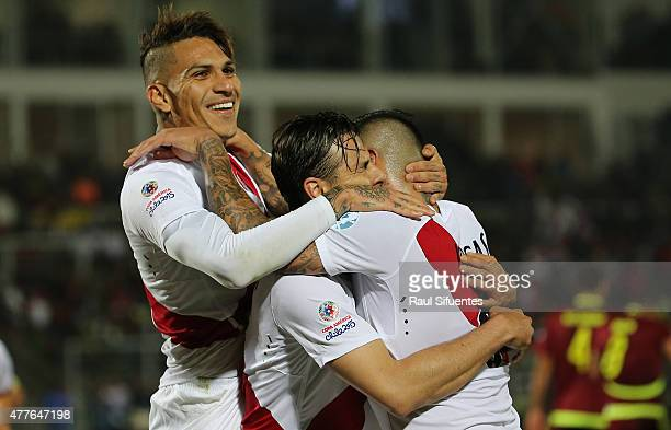 Claudio Pizarro of Peru celebrates with teammates after scoring the opening goal during the 2015 Copa America Chile Group C match between Peru and...