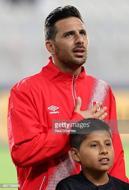 Claudio Pizarro of Peru sings the national anthem prior a match between Peru and Paraguay as part of FIFA 2018 World Cup Qualifiers at Nacional...