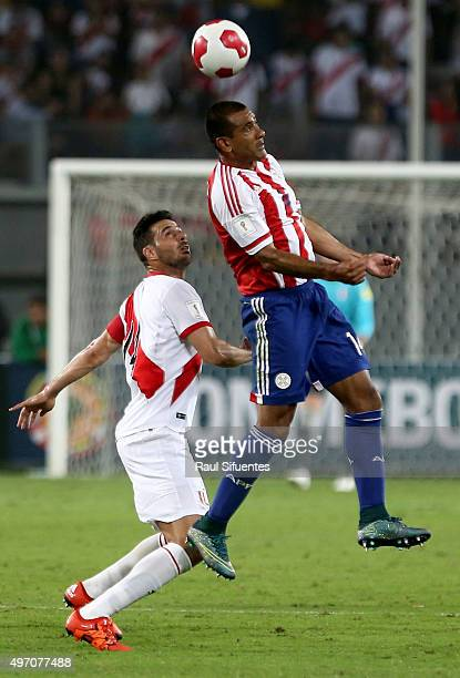 Claudio Pizarro of Peru struggles for the ball with Paulo da Silva of Paraguay during a match between Peru and Paraguay as part of FIFA 2018 World...