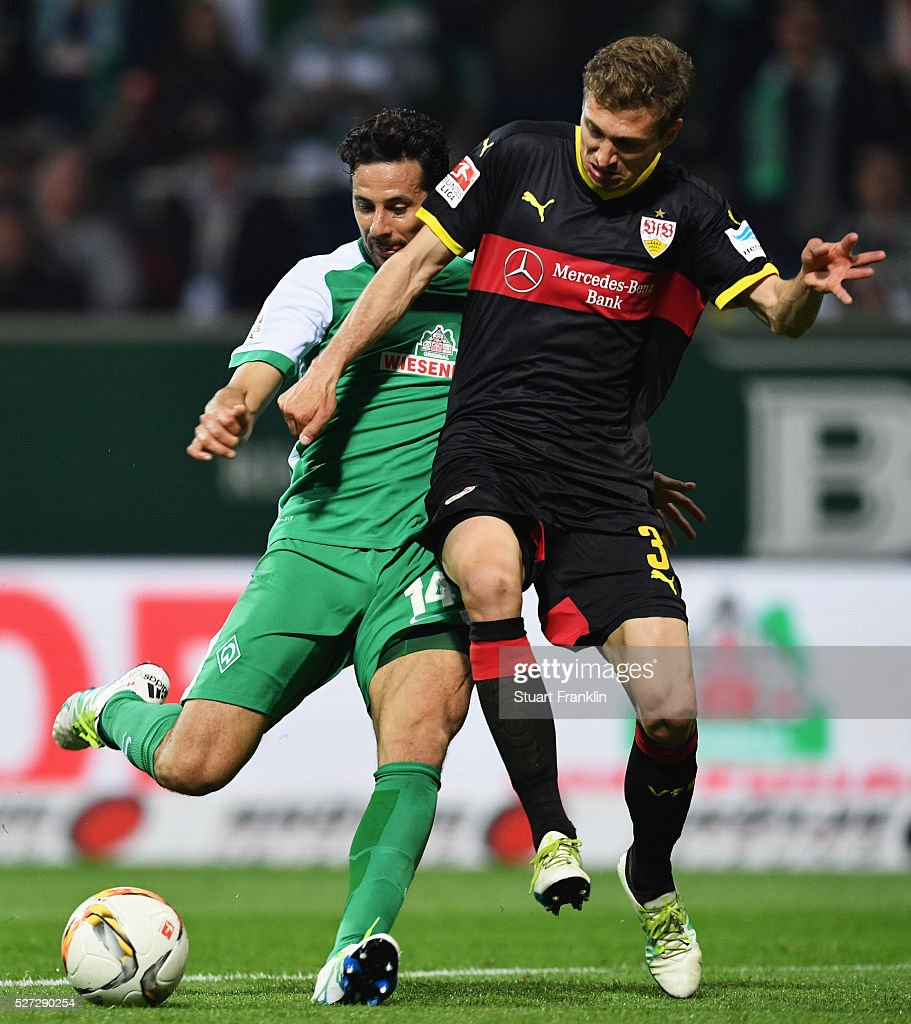 <a gi-track='captionPersonalityLinkClicked' href=/galleries/search?phrase=Claudio+Pizarro&family=editorial&specificpeople=217807 ng-click='$event.stopPropagation()'>Claudio Pizarro</a> of Werder Bremen scores their fourth goal as <a gi-track='captionPersonalityLinkClicked' href=/galleries/search?phrase=Daniel+Schwaab&family=editorial&specificpeople=686549 ng-click='$event.stopPropagation()'>Daniel Schwaab</a> of Stuttgart challenges during the Bundesliga match between Werder Bremen and VfB Stuttgart at Weserstadion on May 2, 2016 in Bremen, Germany.