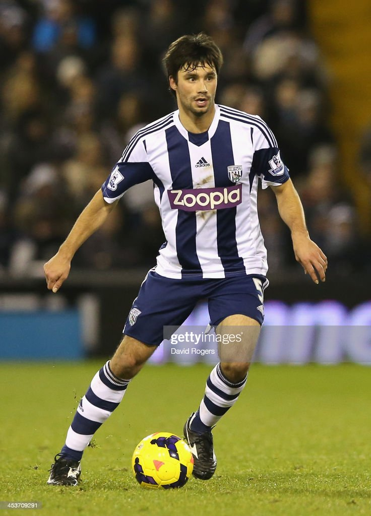 <a gi-track='captionPersonalityLinkClicked' href=/galleries/search?phrase=Claudio+Yacob&family=editorial&specificpeople=4104249 ng-click='$event.stopPropagation()'>Claudio Yacob</a> of West Bromwich runs with the ball during the Premier League match between West Bromwich Albion and Manchester City at The Hawthorns on December 4, 2013 in West Bromwich, England.