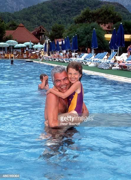 'Claus Wilcke Tochter Jessica beim Schwimmen im SwimmingPool beim Urlaub im ''Club Aldiana'' am in Kemer Türkei '