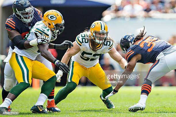 Clay Matthews of the Green Bay Packers prepares to tackle Jacquizz Rodgers of the Chicago Bears at Soldier Field on September 13 2015 in Chicago...