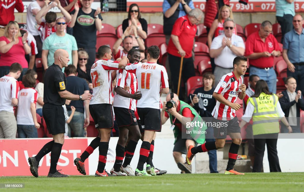 <a gi-track='captionPersonalityLinkClicked' href=/galleries/search?phrase=Clayton+Donaldson&family=editorial&specificpeople=4141597 ng-click='$event.stopPropagation()'>Clayton Donaldson</a> (3rd L) of Brentford celebrates scoring a goal during the npower League One Play Off Semi Final, Second Leg match between Brentford and Swindon Town at Griffin Park on May 6, 2013 in Brentford, England.