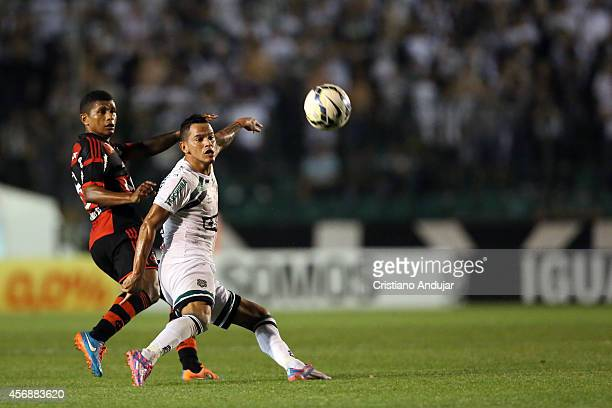 Clayton of Figueirense controls the ball before Marcio Araujo of Flamengo during a match between Figueirense and Flamengo as part of Campeonato...