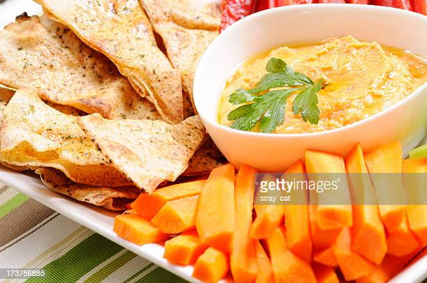 Clean Eating Series: Pita Chips and Red Pepper Hummus