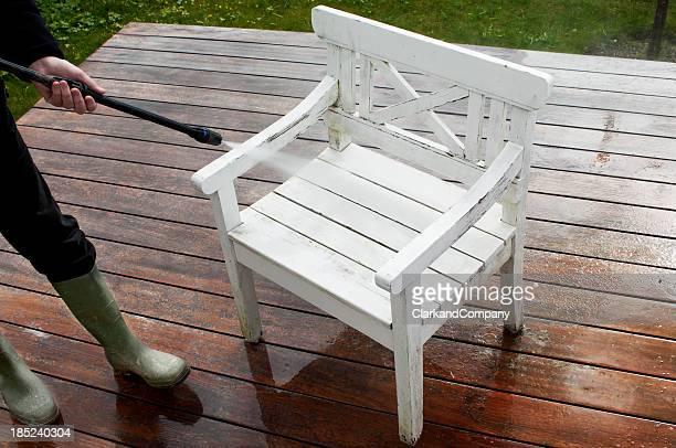Reinigung Garten Möbel mit einem Hochdruckreiniger