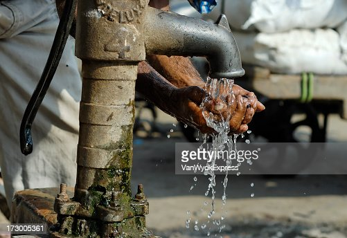 Cleansing hands by way of metal water pump